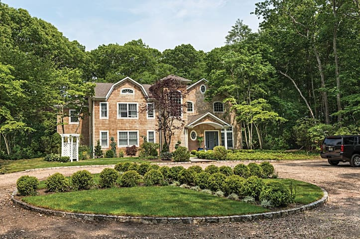 SPRING IN THE HAMPTONS! 6 BDR
