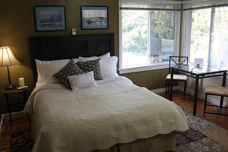 San Juan Room in Cute Brick Home - Burien - Casa