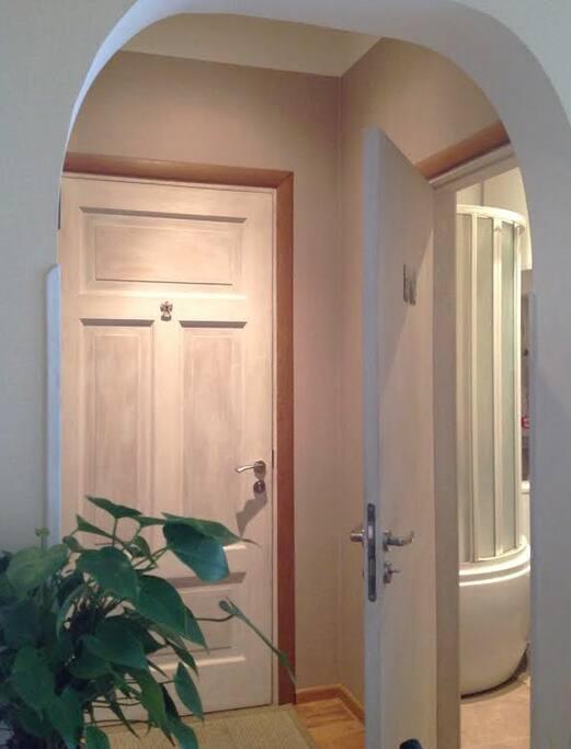 Little hallway/ a bit of bathroom