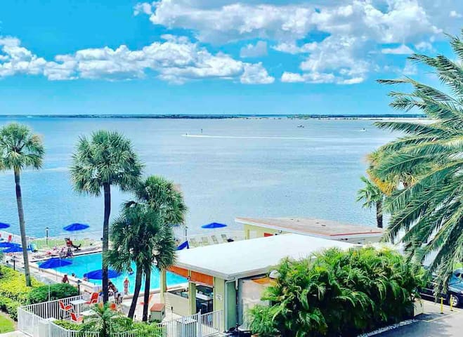 Oceanfront with Pool Condo- 2 min to Tampa Airport