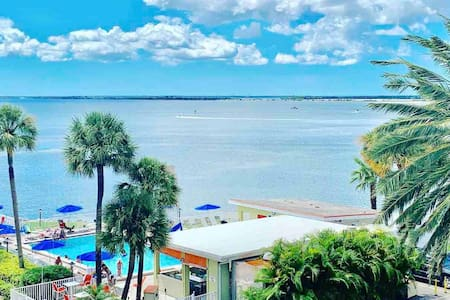 372 -Oceanfront Pool Condo 2 min to Tampa Airport!