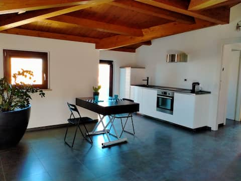Apartment in the hills 5 minutes from the beach