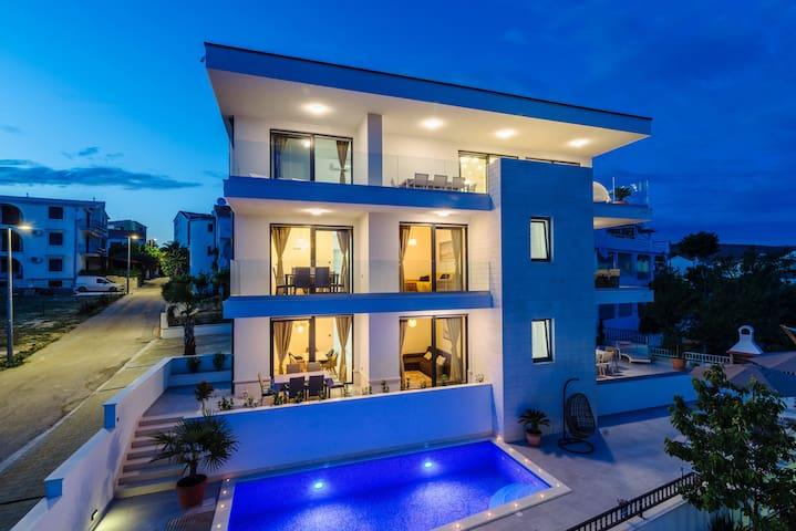 Luxury apartment with pool **Villa Dalmatia4**