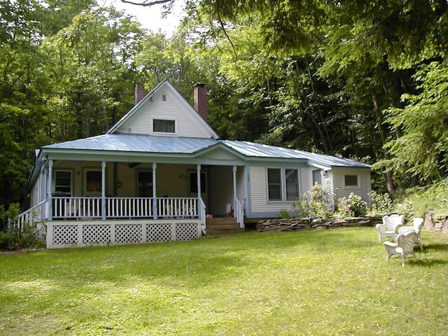 LITTLE BROOK HOUSE AT ECHO LAKE - Plymouth - Dom