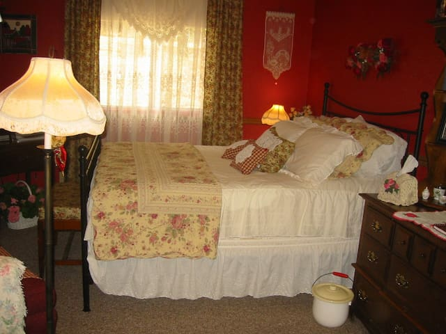 Grandma's Room, a One Room Inn - Penn Valley - Casa