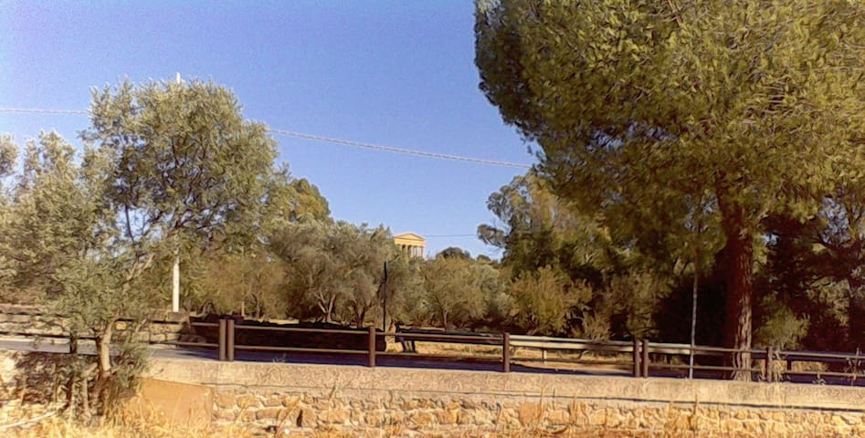 Ercole a 100 passi dalla Valle dei Templi