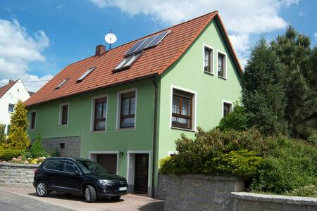 """Ferienwohnung """"An der St. Ludmila"""" - Crostwitz - Apartmen"""