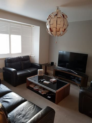 Cream 3 Bedroom @  Pinner Hill  Pinner - HA5 3SD