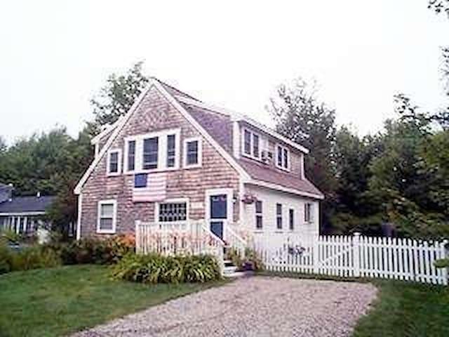 Charming Cottage walk to beach/port - Kennebunk - Rumah