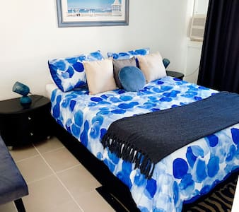 Vitamin Sea 2 Bedroom Apartment- walk to the beach