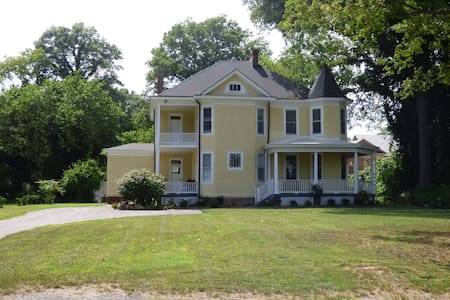 Spacious 3BR House on UCI Route - Henrico - Huis