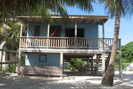 Carolyn's House (beachfront) - Caye Caulker