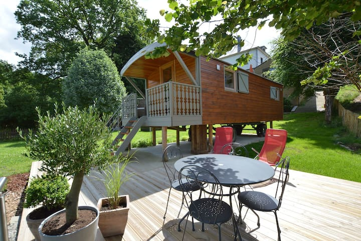 Trendy gypsy caravan with all you need in terms of comfort, right in the Ardens