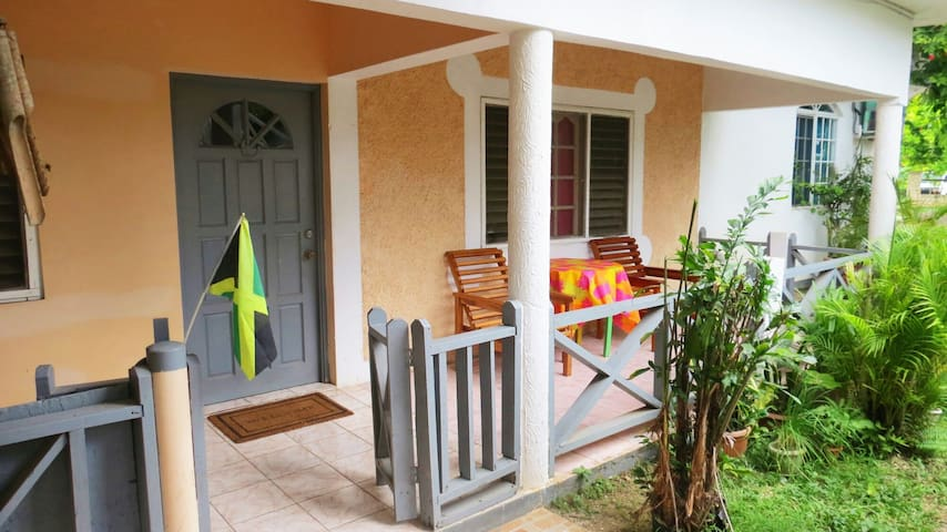 Jamaica Negril: Large Apartment! Live with locals!