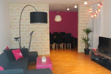 Chambre privative adaptée avec un bébé - Élancourt - Apartament
