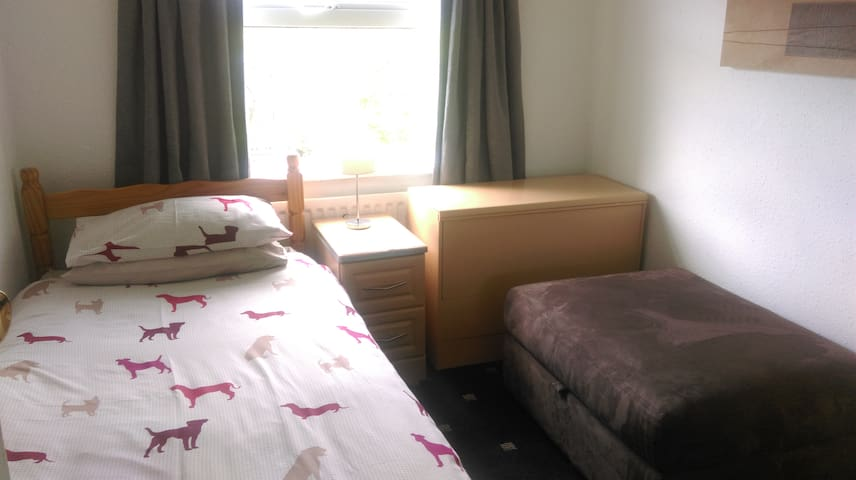 Room@87 - Budget Guest House - Ellesmere Port