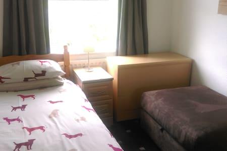 Room@87 - Budget Guest House - Ellesmere Port - Bed & Breakfast