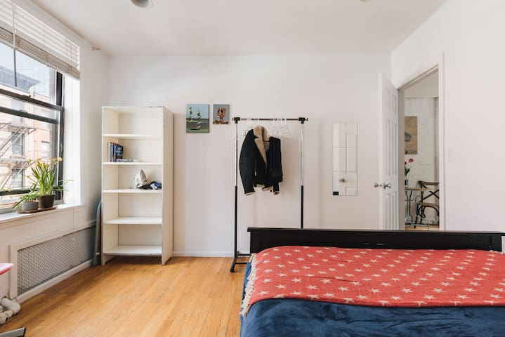 ☆ 2BR East Village ☆ Sleeps 5 | BEST LOCATION ☆