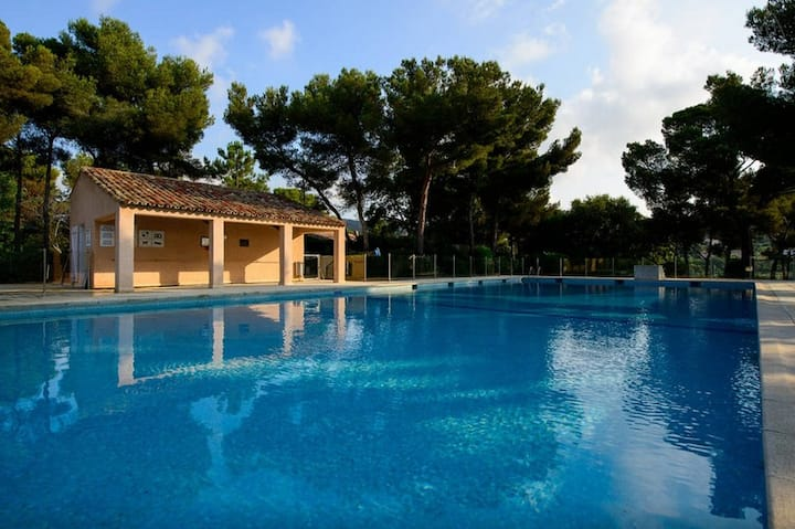 Holiday home for max. 2-4 persons, sea view, pool