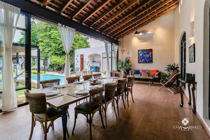 Casa del Abuelo - art gallery + relaxing paradise