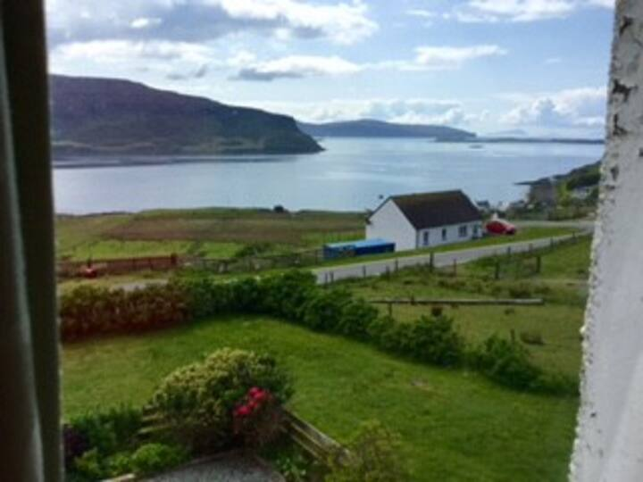 FAMILY FRIENDLY  COTTAGE - SPECTACULAR SEA VIEW