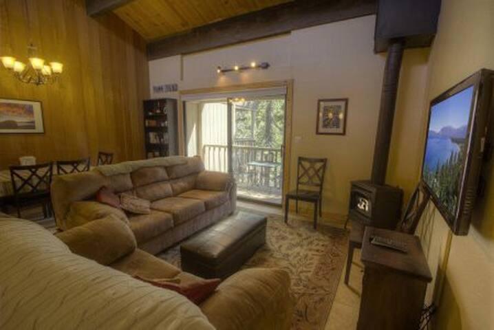 Gorgeous and Luxurious Condo Near Ski Resort - Kings Beach - Condominium
