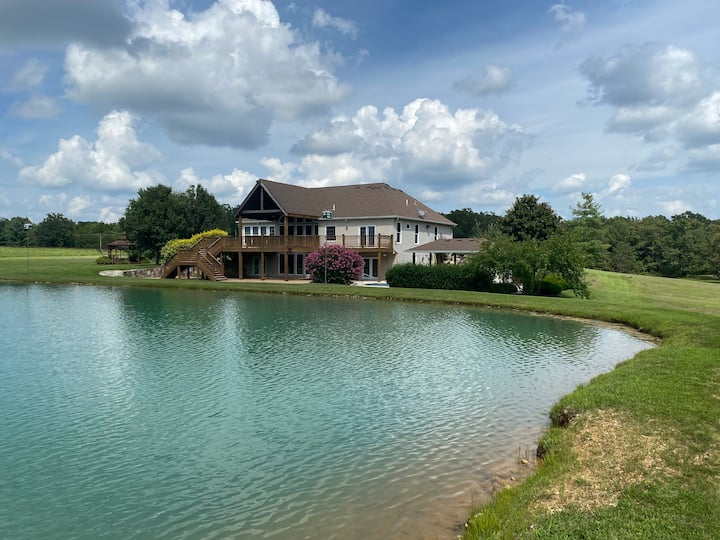 Private Lake Paradise!