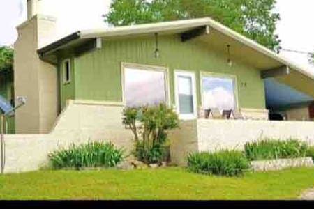 2 Bedroom, 2 Bath Table Rock Lakeview house