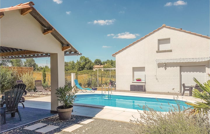Stunning home in Le Pizou with WiFi and 4 Bedrooms