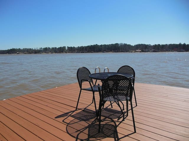 Great Lake Views & Location on Sinclair