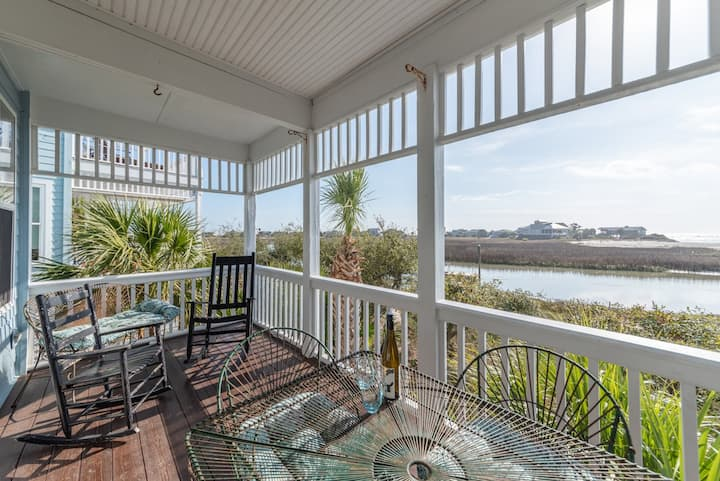 Bright home with ocean views. 2 golf carts and access to Fripp Island Amenity Cards