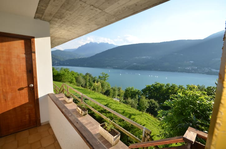 "Apartment ""Bucaneve"" panoramic lake view - Tenna - Departamento"