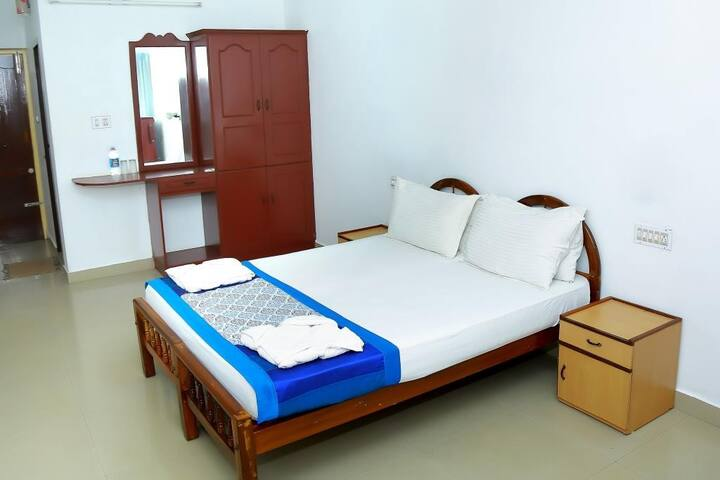 Boutique Room - Walk to the beach