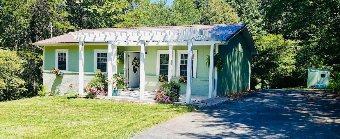 Magnolia Hill Cottage