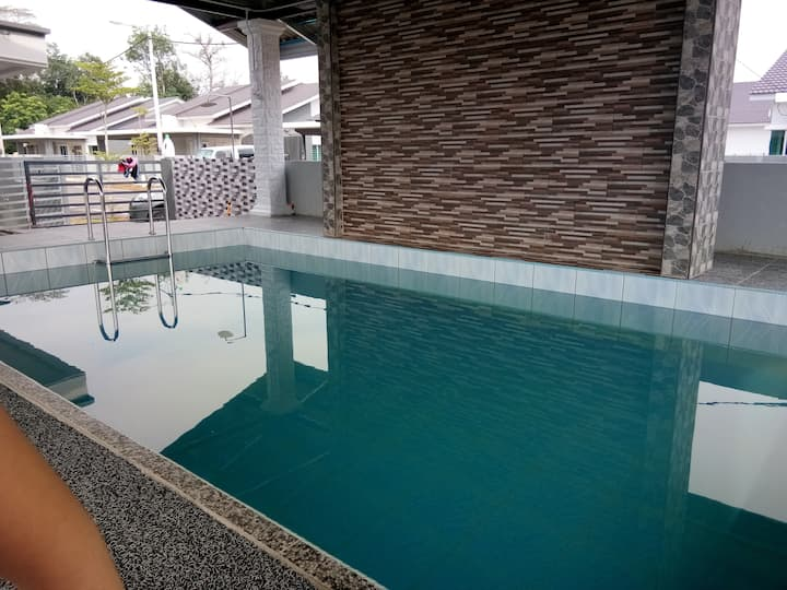 Cikgu Niza Homestay with Private Pool @ Temerloh