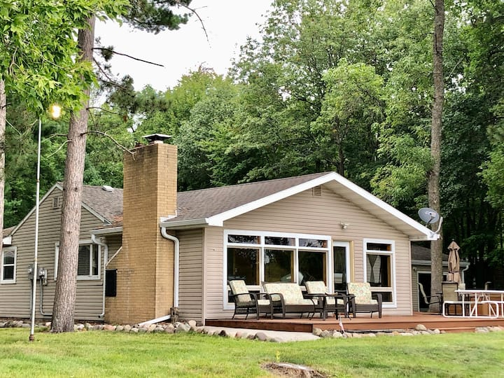 NEW! Private lakefront cabin on Clam Lake