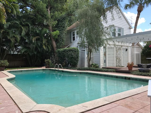 Charming guesthouse with pool in great location