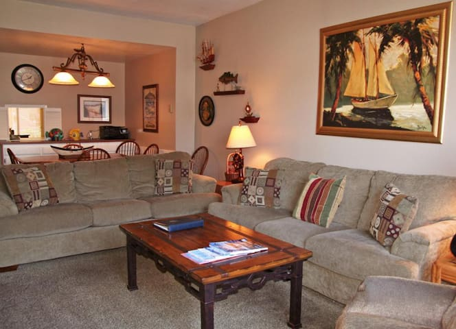 2 Bedroom, 2.5 Bath, Townhouse Style Condo, Common Pool and Jacuzzi - Bahia Vista - A13