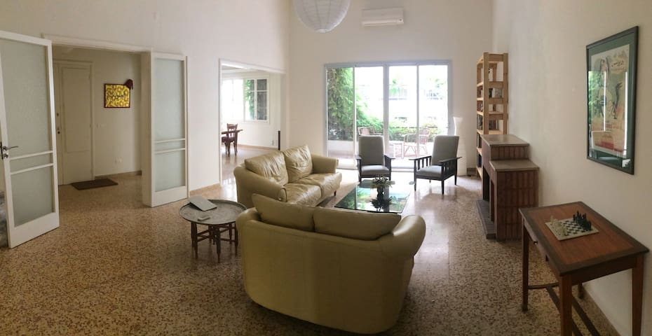 Sunny vintage apartment in Hamra with 3 bedrooms