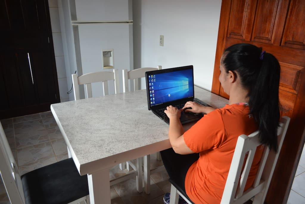 Local para trabalho com notebook
