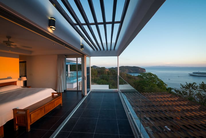 Casa Marbella- Epic Views and Modern Comfort