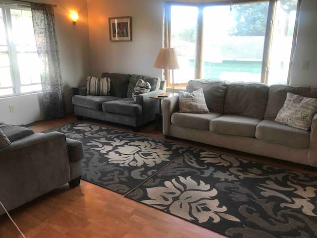 CRYSTAL FALLS VACATION RENTAL/ENTIRE HOME