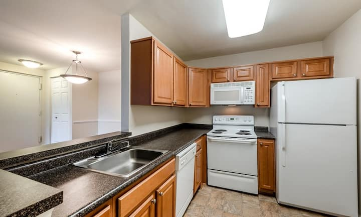 Clean, comfortable apartment | 2BR in Germantown