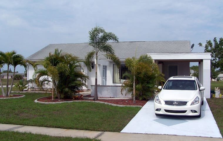Cute House in Port Charlotte - Port Charlotte