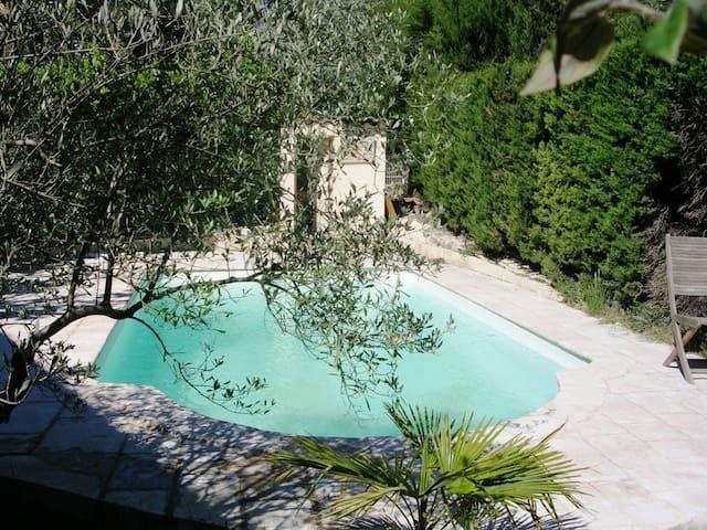 Chambre lumineuse, vue sur piscine - Aix-en-Provence - House