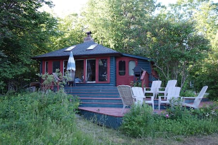Lakefront Cottage on Stoney - Woodview