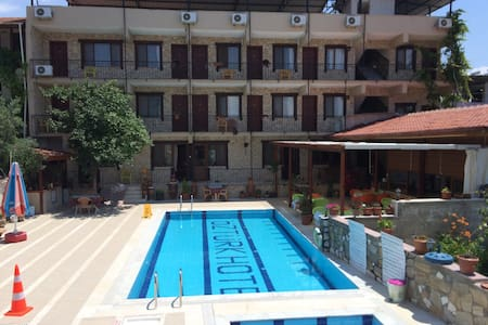 Privet Quadruple family room - Akköy - Bed & Breakfast