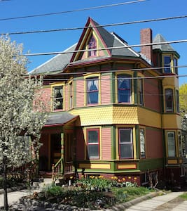 Victorian elegance and breakfast - Somerville - Casa