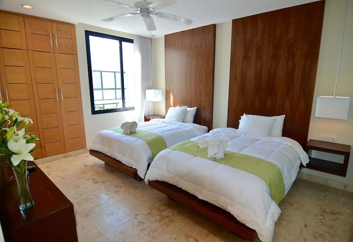 Guest bedroom, 2 full-sized, matrimony beds, duvets