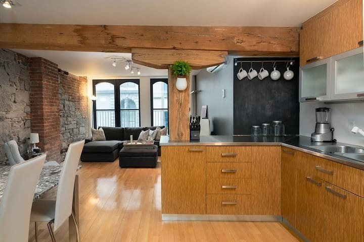 Charming Loft in the Heart of Old Montreal !
